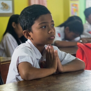 boy-concentration-young-kids-student-studying-students-indonesian-school-uniform-in-class_t20_JYVPAw